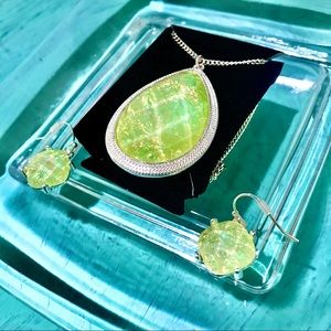 Jewelry - NEW OPALESCENT NECKLACE & EARRING SET